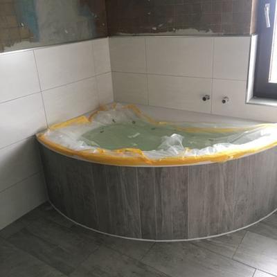 Saniertes Bad mit Whirlpool
